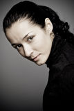 красивейшая ключевая низкая женщина студии портрета Стоковые Фото