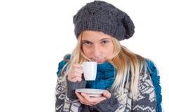 красивейшая кофейная чашка имея женщину Стоковые Изображения