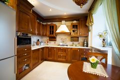 красивейшая кухня самомоднейшая стоковое изображение