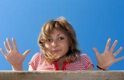 красивейшая ладонь девушки показывает детенышей Стоковое Изображение RF