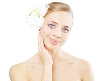 красивейшая лилия девушки цветка Стоковое Изображение