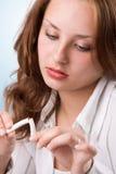 красивейшая ломая девушка сигареты 3 Стоковые Фото