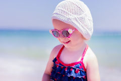 Красивейшая маленькая девочка на пляже Стоковая Фотография