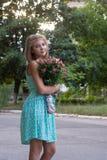 Красивейшая маленькая девочка с букетом Стоковая Фотография