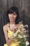 Красивейшая молодая женщина напольная стоковые изображения
