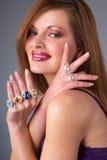 Красивейшая молодая женщина с роскошными ювелирными изделиями стоковое изображение rf