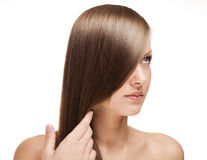 Красивейшая молодая женщина с длинними глянцеватыми волосами Стоковая Фотография RF
