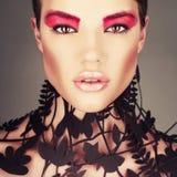 Красивейшая дама с флористической картиной на шеи Стоковое Изображение