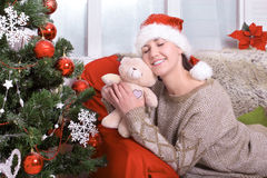 Красивейшая молодая женщина счастливого рождества Стоковое Изображение RF