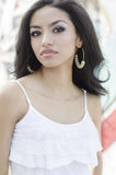 Красивейшая молодая женщина с длинними волосами Стоковое Изображение