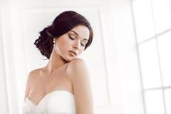 красивейшая невеста Концепция платья моды состава стиля причёсок свадьбы роскошная Стоковые Фотографии RF