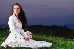 Красивейшая невеста напольная после церемонии венчания Стоковая Фотография RF