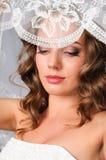 красивейшая невеста представляя студию под вуалью Стоковые Изображения RF
