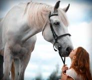 красивейшая лошадь девушки Стоковые Изображения RF