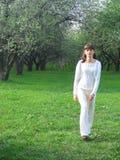 красивейшая природа девушки брюнет стоковое изображение rf