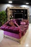 красивейшая пурпуровая софа стоковое фото
