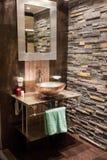 Красивейшая самомоднейшая ванная комната в роскошном новом доме Стоковое Изображение