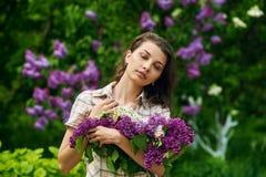 красивейшая сирень девушки Стоковая Фотография
