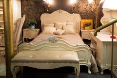 Спальня в мебельном магазине Стоковые Изображения