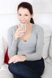 красивейшая стеклянная женщина воды удерживания Стоковые Фотографии RF