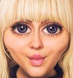 Красивейшая сторона девушки с большими голубыми глазами стоковое изображение rf