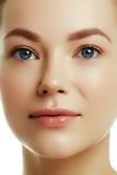 Красивейшая сторона молодой кавказской женщины Сторона красоты женщины Стоковое Фото