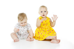 Красивейшая счастливая игра детей стоковая фотография