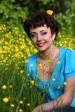 красивейшая трава кладя сь женщину Стоковые Фотографии RF