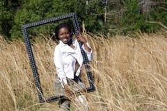 красивейшая травы 14 женщина outdoors высокорослая Стоковая Фотография