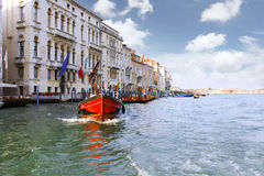 Красивейшая улица, грандиозный канал в Венеция, Италии стоковые изображения