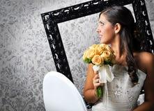 красивейшая усмешка невесты стоковая фотография