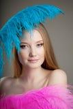 красивейшая цветастая девушка пер Стоковые Изображения RF