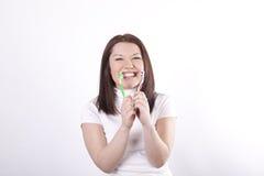 красивейшая чистка ее детеныши женщины зубов Стоковое фото RF