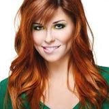 Красивейшая чувственная девушка с красными волосами Стоковые Изображения