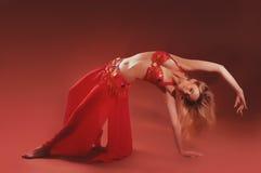 Красивейшая экзотическая женщина танцора живота Стоковая Фотография RF