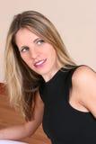 красивейшая faraway смотря женщина Стоковые Фото