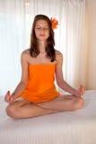 красивейшая meditating женщина спы Стоковые Фото