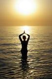 красивейшая meditating женщина Стоковая Фотография RF