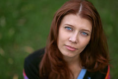 Красивейшая red-haired девушка стоковое изображение rf