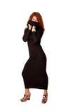 Красивейшая red-haired женщина в черном платье стоковое фото