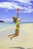 Красивейшее белокурое в бикини на пляже Стоковое Изображение