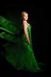 красивейшее белокурое сделанное летание ткани платья Стоковая Фотография