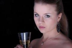 красивейшее белокурое стекло шампанского Стоковое Изображение RF