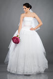 красивейшее брюнет невесты букета Стоковое Изображение RF