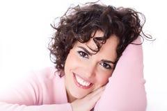 красивейшее брюнет проталкивает ее отдыхая усмехаться Стоковая Фотография