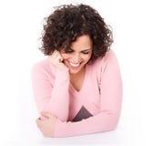 красивейшее брюнет проталкивает ее отдыхая усмехаться Стоковое Фото