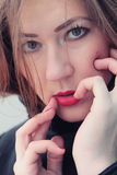 Красивейшее брюнет с красной губной помадой Стоковое Фото