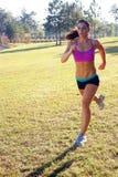 красивейшее брюнет 3 jogging outdoors Стоковые Изображения