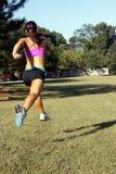 красивейшее брюнет 5 jogging outdoors Стоковая Фотография RF