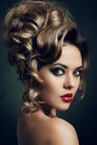 красивейшее венчание стиля причёсок способа невесты Стоковая Фотография